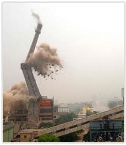 煙囪拆除現場圖