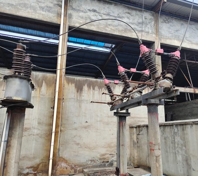 株洲金瑞鋅材檢修前的高壓計量箱