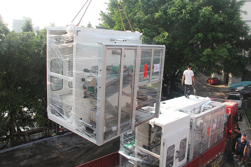 設備卸車2.JPG